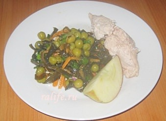 Салатиз морской капусты с курицей