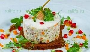 dieticheskiy-salat-na-novyiy-god-dlya-hudeyushhih
